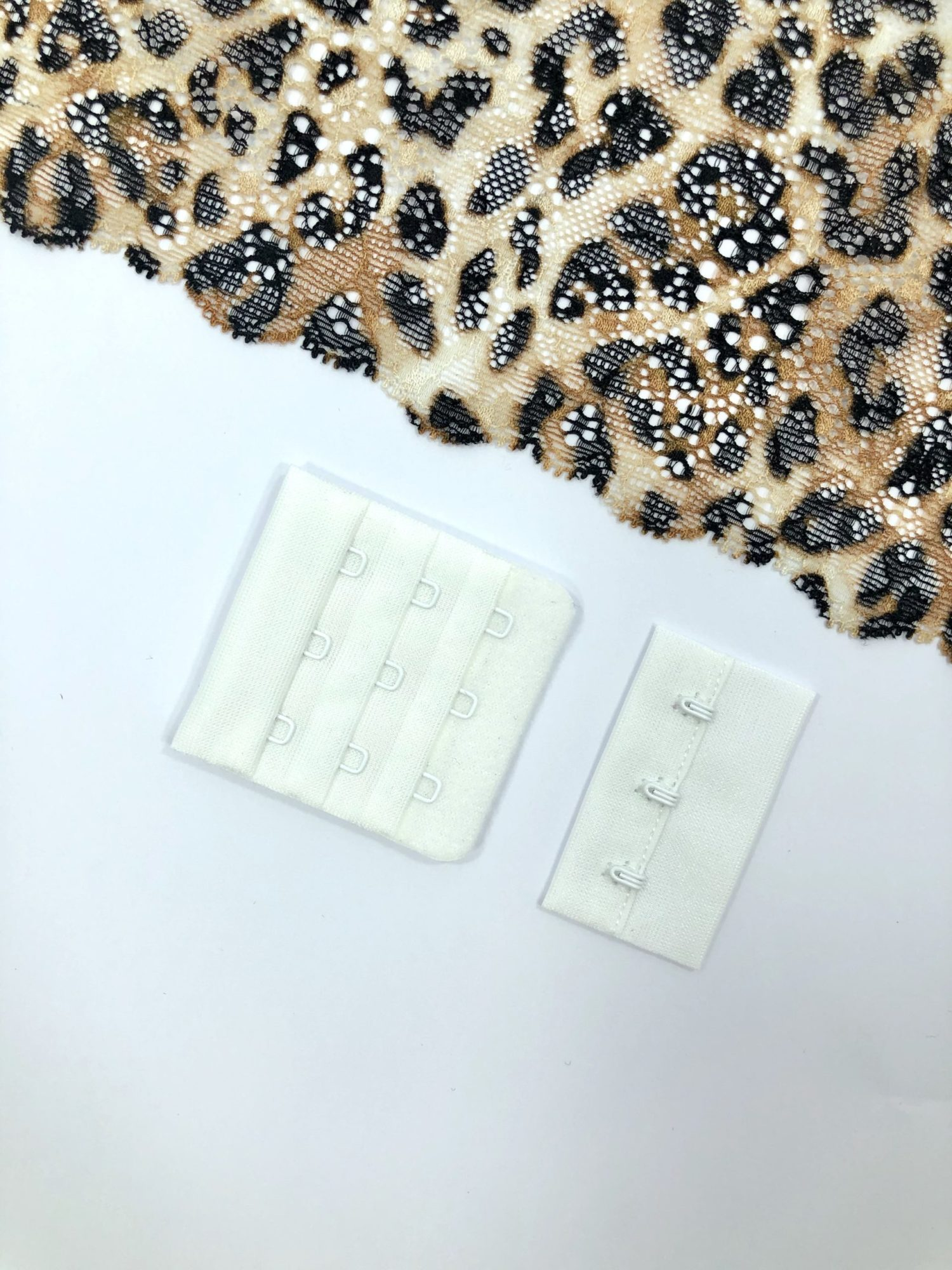 Застёжка текстильная белая 3х3