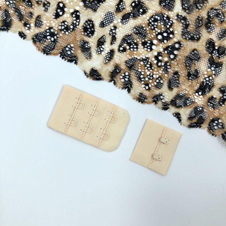 Застёжка текстильная серебристый пион 2х3