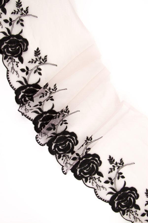 Вышивка на сетке пудровая с чёрным