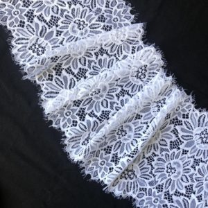Кружево шантильи с эластаном экрю
