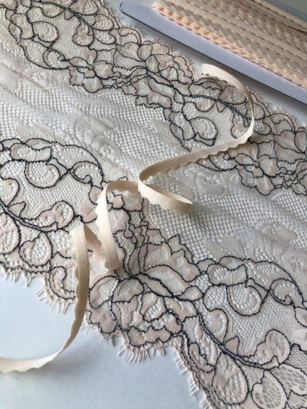 Резинка ажурная 8 мм серебристый пион
