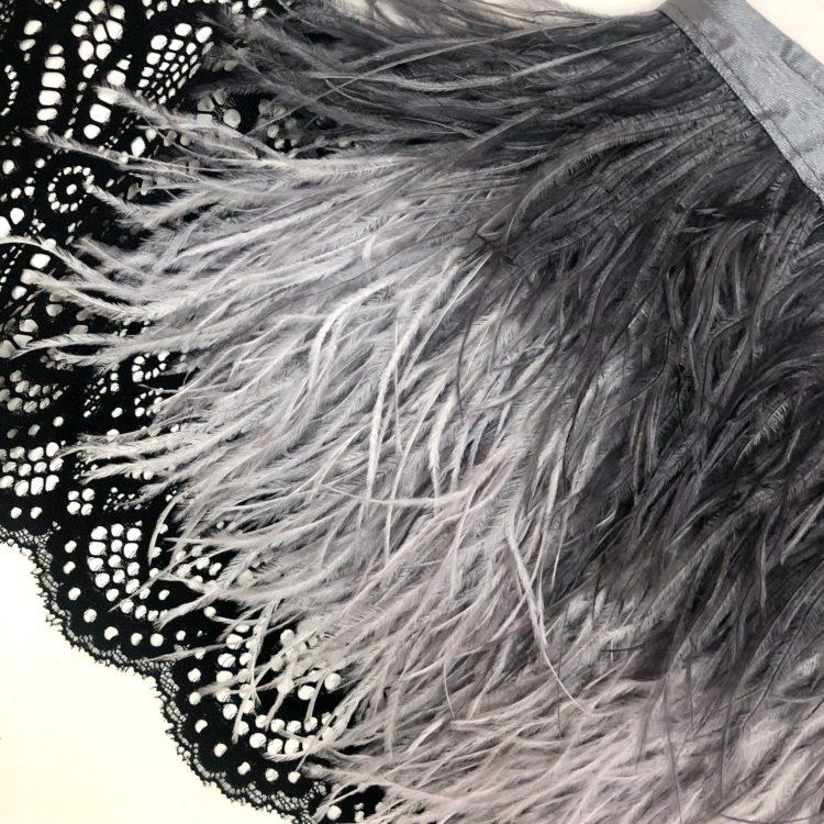 Натуральные перья страуса на ленте серый графит
