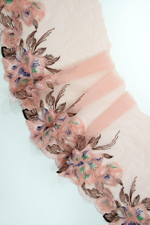 Вышивка на сетке в цвете пудра с мультиколор