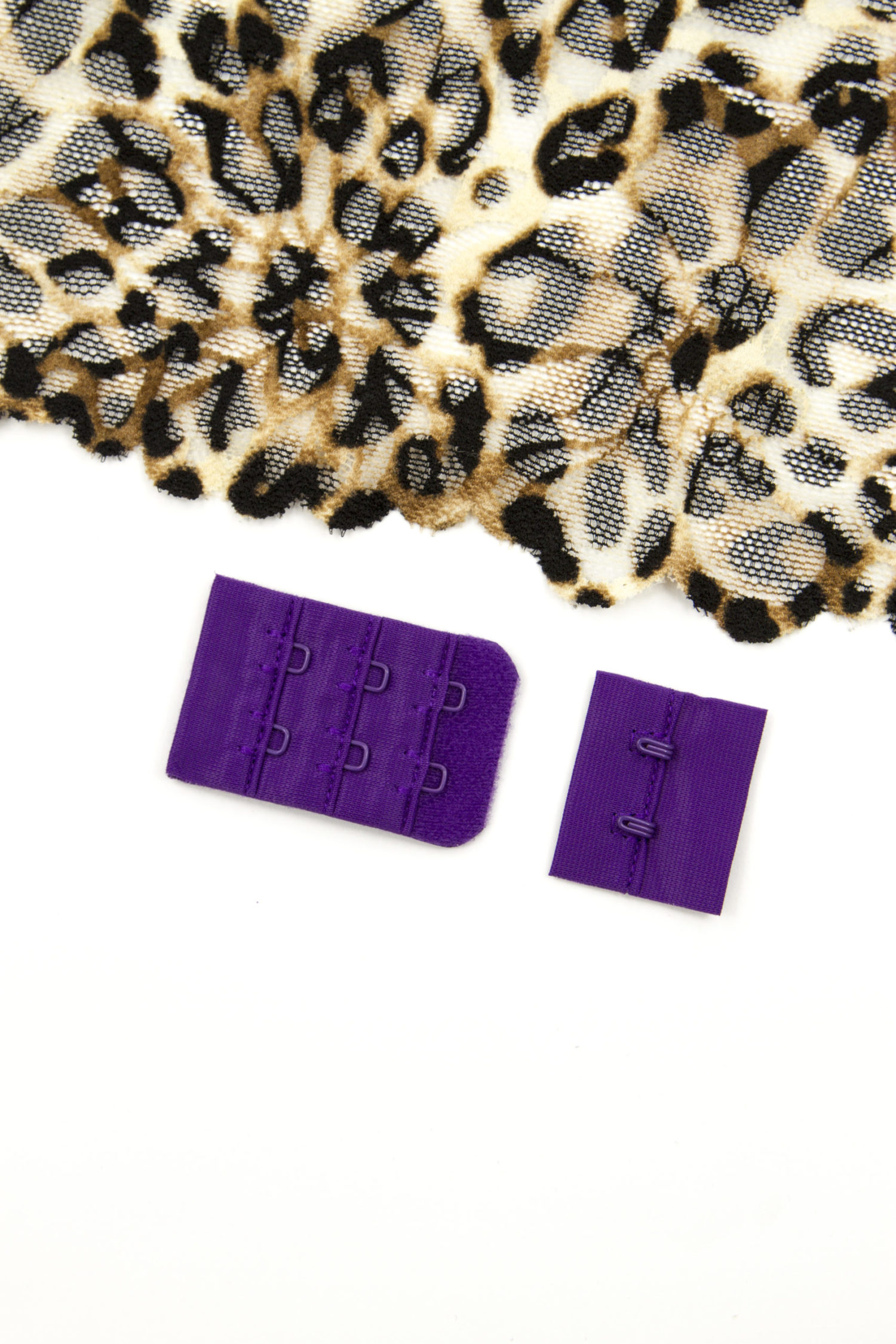 Застёжка текстильная бельевая цвета баклажан 2х3