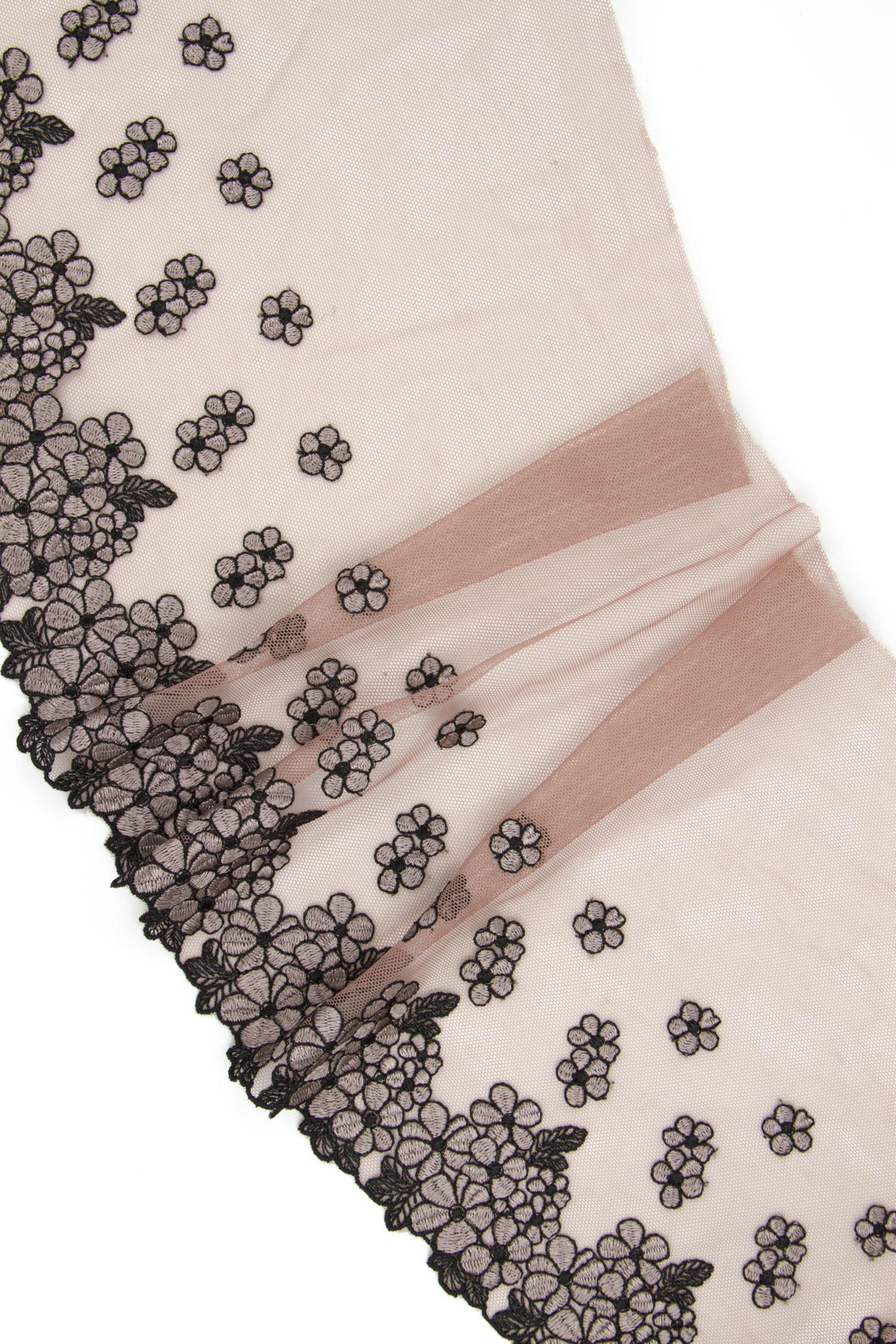 Вышивка на сетке кофейная роза с чёрным